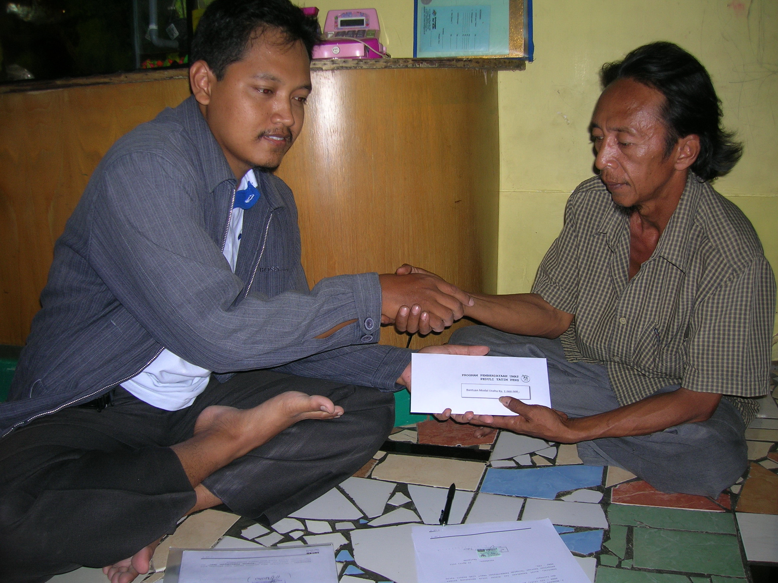 Penyerahan Bantuan - Bersama Ustad Ardik Wijayanto
